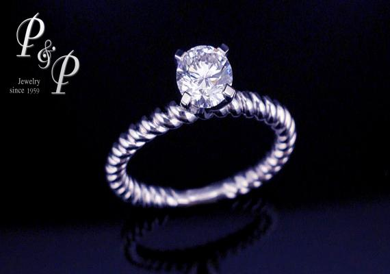 Diamond ring 0.65 carat